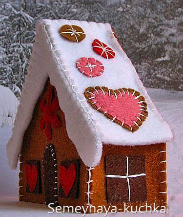Новогодние игрушки из фетра: домики 3