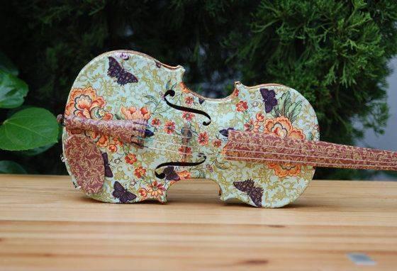 Предмет интерьера ар-деко: реставрированная скрипка