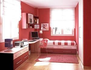 Детская спальня в малиновом цвете