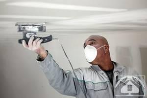 Как выровнять потолок при помощи шпаклевки