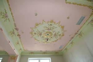 Красота в интерьере – расписной потолок