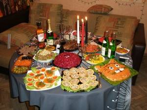 Украшение новогоднего стола 2015: угождаем рогатой наместнице