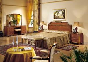 Античный интерьер спальни