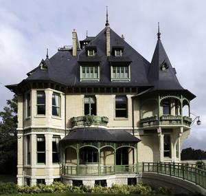 Необычный дом в стиле ар-нуво