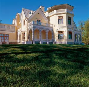 Дом-дача русских цариц в Петергофе