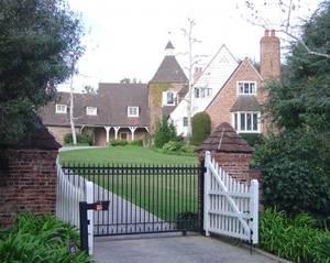 Дом Уитни Хьюстон за 1, 75 миллиона долларов