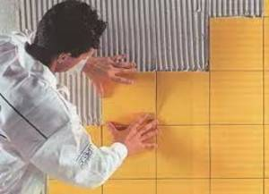Как клеить плитку на кухне?