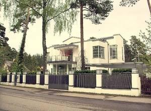 Лайма Вайкуле и её белоснежный особняк в Юрмале