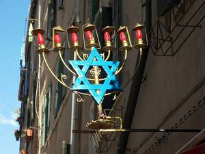 Еврейский подсвечник: и стиль, и верность иудейским традициям