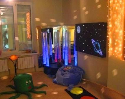 Воздушно-пузырьковые колонны в сенсорной комнате