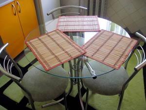 Круглый стеклянный стол для кухни